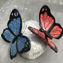 urntje-twee-vlinders.jpg